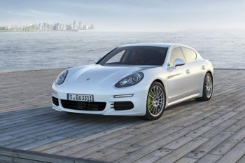 На Шанхайском автосалоне впервые представлен длиннобазный Porsche Panamera