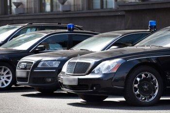 Государственные деятели теперь будут ездить за счет транспортного пособия