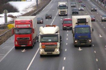 Ограничение для грузовиков вступает в силу на белорусских дорогах