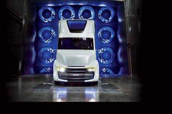 Представлен концепт тягача с функцией независимого управления от компании Daimler