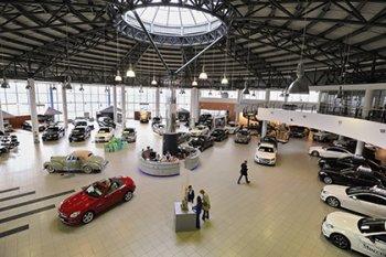 Продажи новых авто в России упали на 11 процентов
